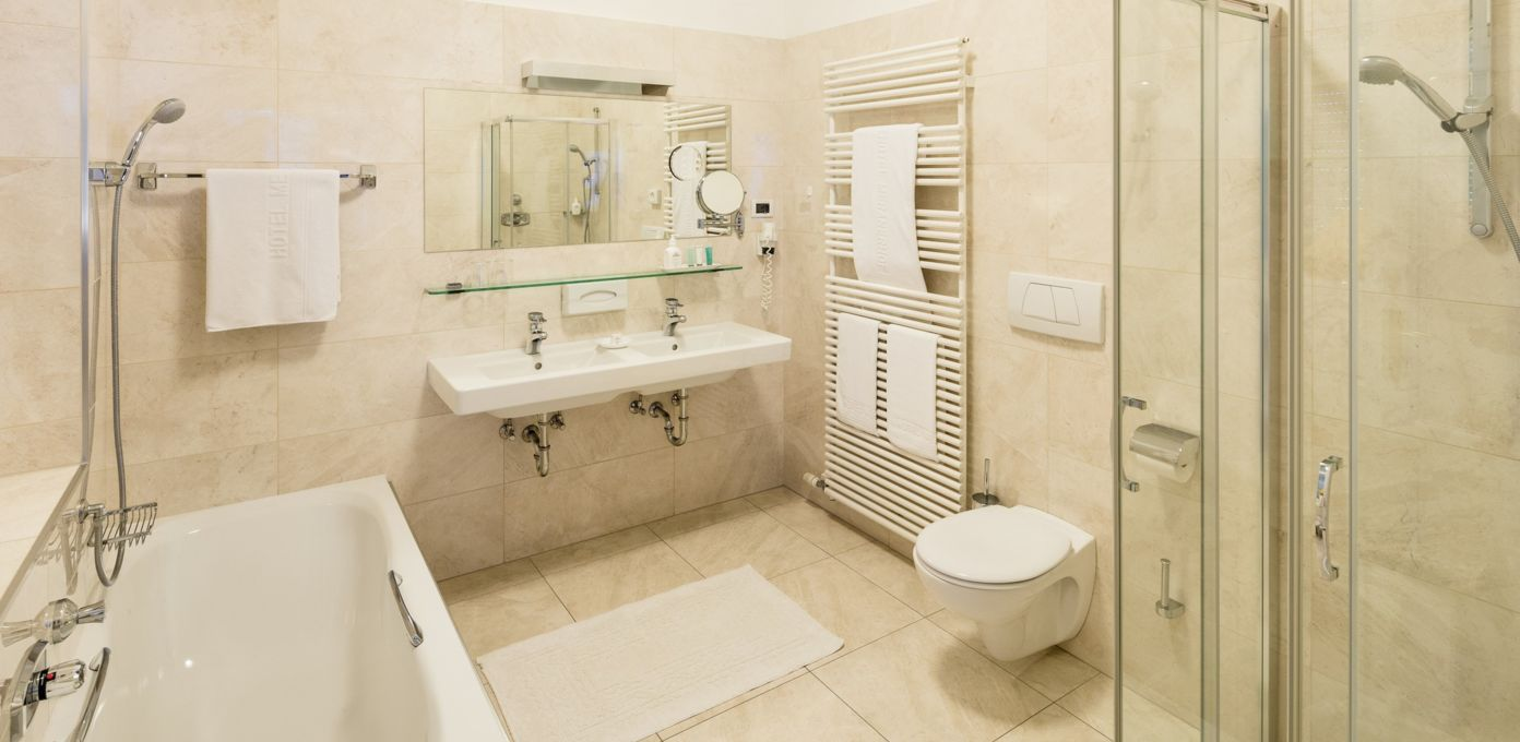 elegant bathroom, city centre Merano, hotel meranerhof